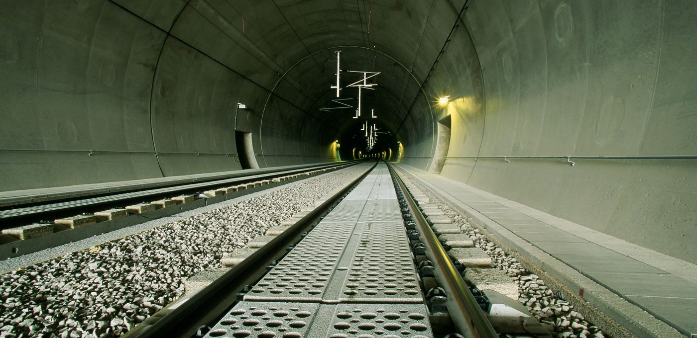 Photo: Arlberg railway tunnel Lengthwise view in the tunnel with track support plates and tracks already laid